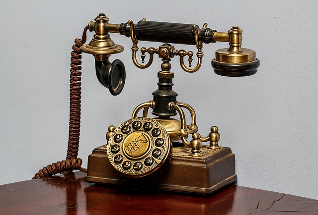 old-telephone-with-rotary-dial-5165x3508_30867 - KidsKud